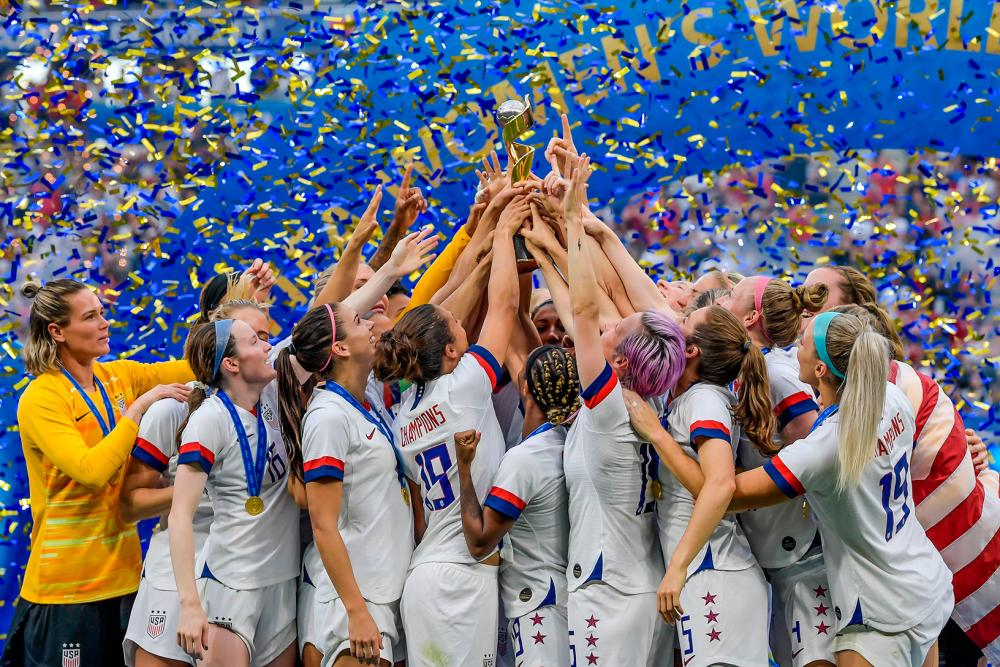 U.S. Women Kick Off Victory Tour at the Rose Bowl